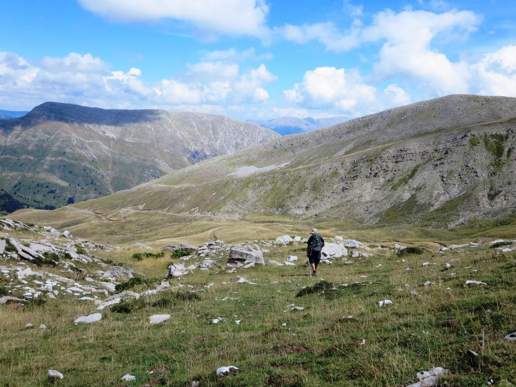 Over the ridge to Tzourtzia